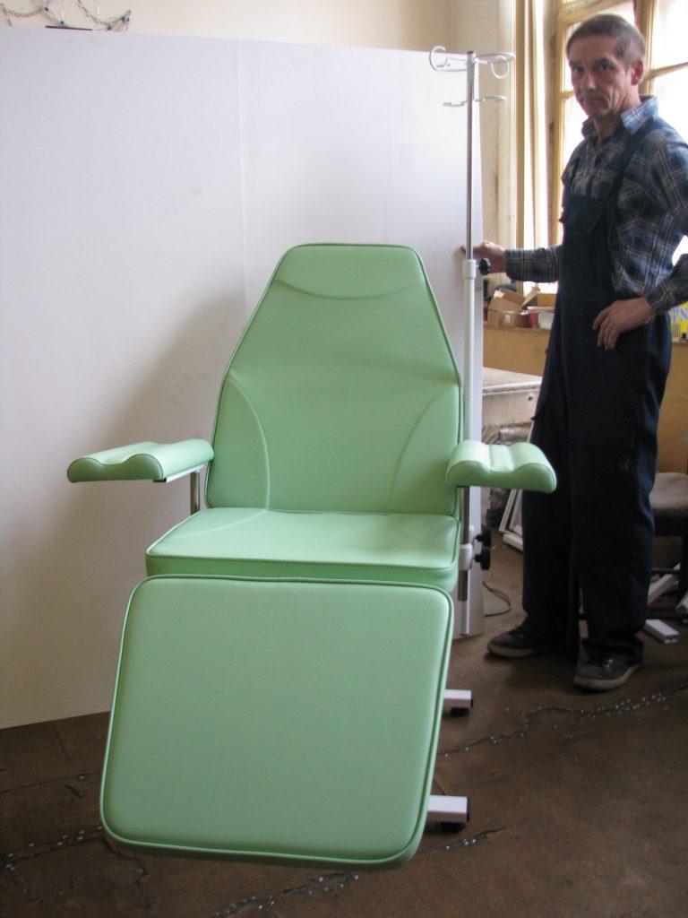 Донорское кресло к-02дн для забора крови в процедурный кабинет Гемотест с широкими подлокотниками